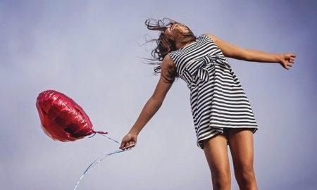 Ένας ψυχολόγος μας συμβουλεύει: Η ευτυχία κρύβεται στα απλά, τα μικρά, τα καθημερινά…