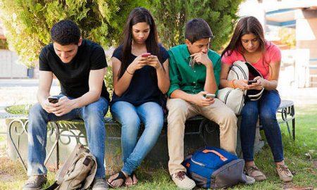 Τα παιδιά είναι εθισμένα με τα social media γιατί δεν έχουν σωστά πρότυπα