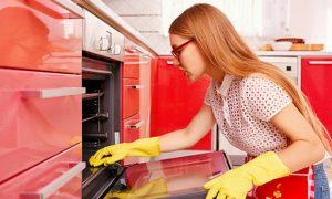 Καθαρισμός φούρνου με λεμόνι: 6 εύκολοι τρόποι!